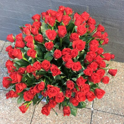 top view of a vase of 100 red roses.