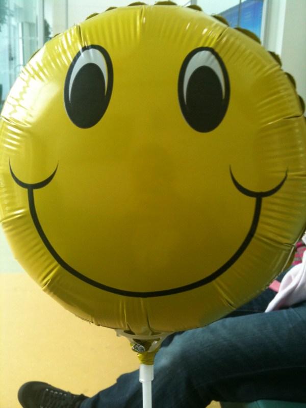 an 18 inch smiley face helium balloon