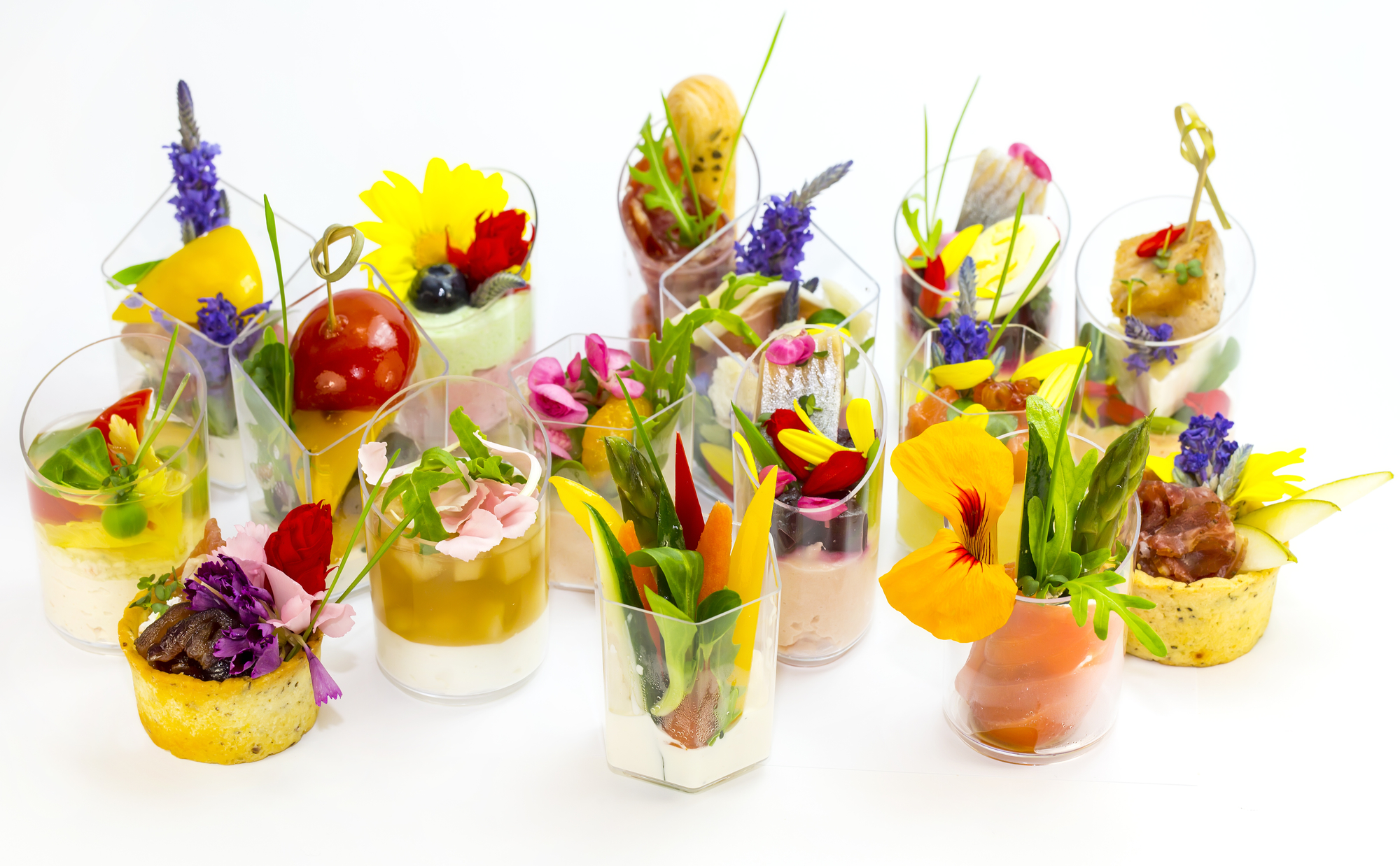 edible flowers in cocktail drinks